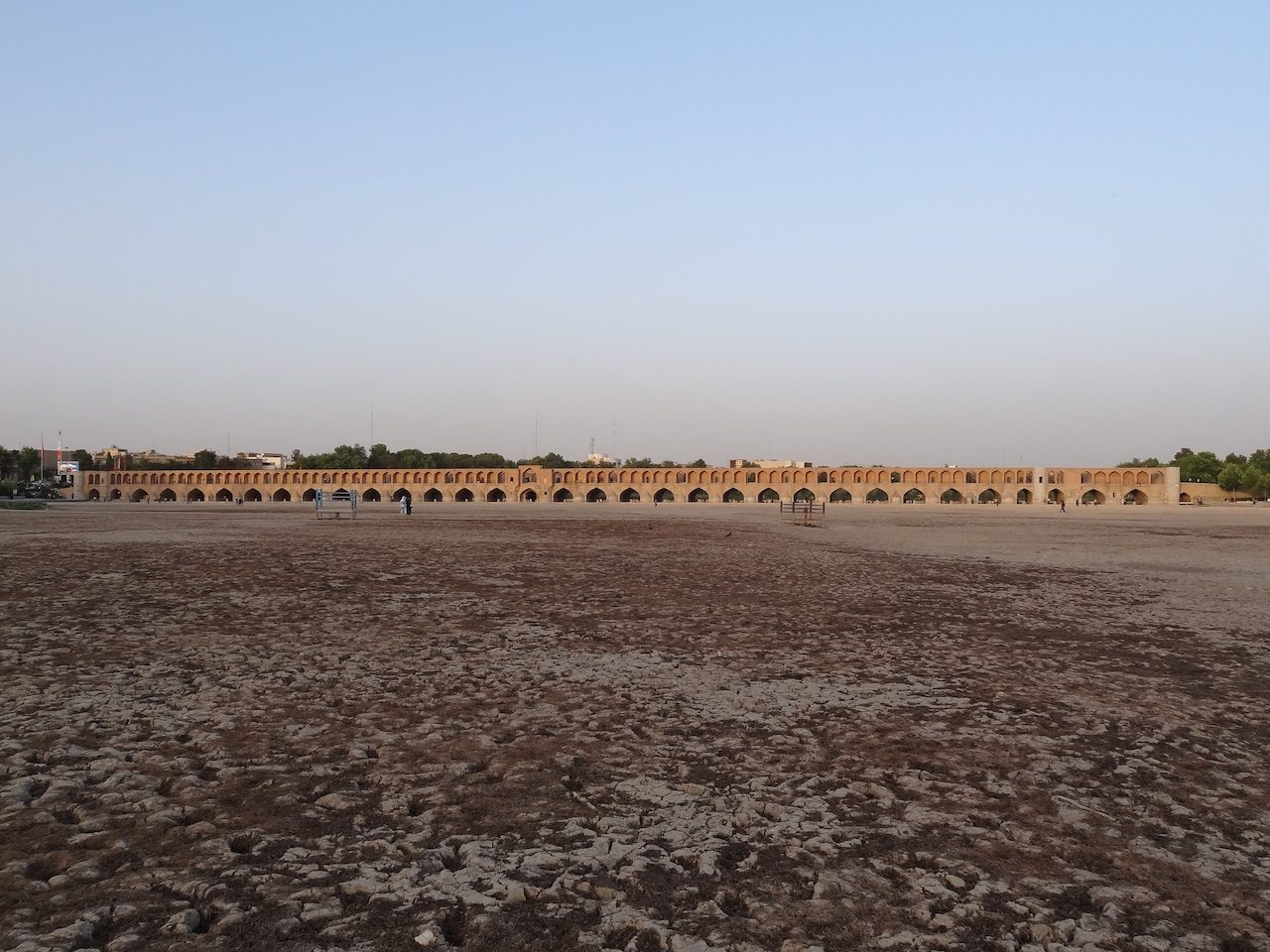 Si o Se Bridge on the bone-dry Zayandeh River