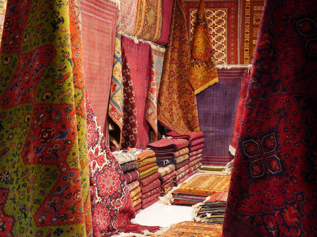 Machine-woven carpets
